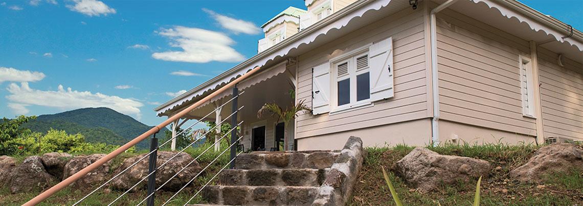 Constructeur de maisons individuelles en guadeloupe depuis 15 ans maisons caribois for Construction en bois ou beton